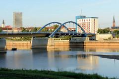 Blick von Słubice auf die Stadtbrücke von Frankfurt/Oder.