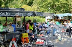 Kaffee auf dem Wochenmarkt in Hamburg Volksdorf.