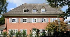 Villa in der Bebelallee von Hamburg Alsterdorf, errichtet 1937 - Architekt Walter Hinsch. Das Wohnhaus steht unter Denkmalschutz.