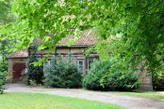 Altes Fachwerkgebäude, Wohnhaus an der Herrenhausallee in Hamburg Wohldorf-Ohlstedt; erbaut um 1900.
