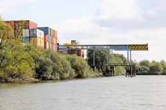 Containerlager und Schiffsliegeplatz / Löschplatz mit Krananlage am Ende des Tidekanals in Hamburg  Billbrook.