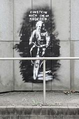 Wandbild  / Graffiti an einer Betonwand in der Hamburger City Nord - Einstein nach dem anderen.