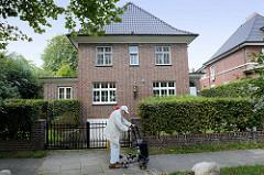 Villa in der Bebelallee von Hamburg Alsterdorf, errichtet 1938 - Architekt Alex Ram. Das Wohnhaus steht unter Denkmalschutz.