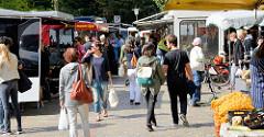 Wochenmarkt im Hamburger Stadtteil Neustadt - Marktstände.