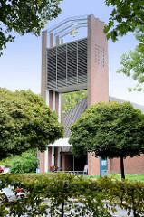 Kirchturm der Vicelinkirche in Hamburg Sasel, eingeweiht 1962 - Architekten Horst Sandtmann und Friedhelm Grundmann.