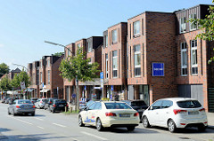 Modernen Wohn- und Geschäftshäusern Wellingsbüttler Weg im Hamburger Stadtteil Wellingsbüttel.