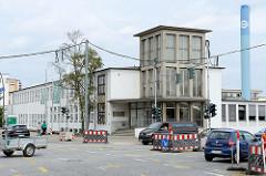 Verwaltungsgebäude  der  Norddeutsche Schleifmittel-Industrie in Hamburg Lurup / Luruper Hauptstraße; errichtet 1936 Architekten Speckbötel, Last & Beecken. Das Gebäude steht als Kulturdenkmal Stadtteils unter Denkmalschutz.