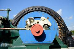 Elmshorn Detail Industriedenkmal an der Hafenstraße in Elmshorn. Dampfmaschine und Dampfkessel, gebaut 1911.