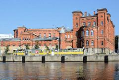 Historische Backsteinarchitektur am Ufer der Westoder in der polnischen Hafenstadt Stettin.