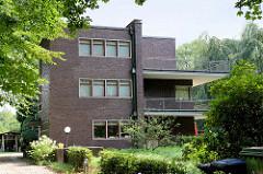 Denkmalgeschütztes Wohnhaus - Villa, Haus Müller-Drenkberg an der Bredenbekstraße im Hamburger Stadtteil Wohldorf-Ohlstedt; erbaut 1928, Architekt Karl Schneider.