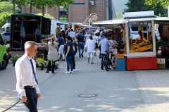 Wochenmarkt in Hamburg Hammerbrook / City Süd; Marktstände auf dem Schwabenplatz / Sachsenfeld.