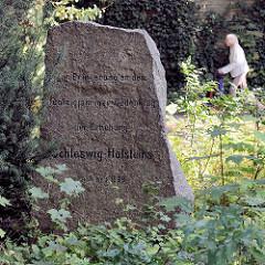 Denkmal für die Erhebung Schleswig-Holsteins an der Hummelsbütteler Dorfstraße im Hamburger Stadtteil Hummelsbüttel - aufgestellt um 1900.