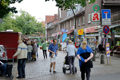 Wochenmarkt auf dem Saseler Marktplatz.