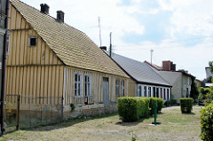 Wohnhäuser an der Hauptstraße von Ziegenort /  Trzebież