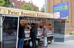 Marktstand auf dem Wochenmarkt Strassburger Platz in Hamburg Dulsberg.
