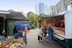 Wochenmarkt am Einkaufszentrum Born Center im Hamburger Stadtteil Osdorf.
