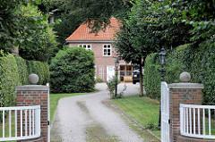 Denkmalgeschütztes Wohngebäude im Hamburger Stadtteil Wohldorf-Ohlstedt, Alsterblick - erbaut 1923, Architekt Alfred Bartels.