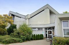 St. Jakobus Kirche im Hamburger Stadtteil Lurup, errichtet 1971 - Architekten Walter  Bunsmann, Jörn Rau und  Paul Gerhard Scharf. Das moderne Kirchengebäude in der Jevenstedter Straße ist ein Hamburger Kulturdenkmal und  steht unter Denkmalschutz.