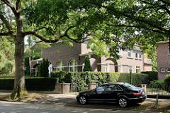 Villa in der Bebelallee von Hamburg Alsterdorf, errichtet 1924 - Architektenbüro Klophaus & Schoch . Das Wohnhaus steht unter Denkmalschutz.