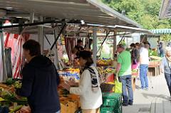 Wochenmarkt am Duvenstedter Damm / Lohe im Hamburger Stadtteil Duvenstedt.