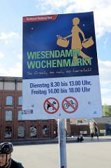 Hinweisschild vom Bezirksamt für den Wochenmarkt Wiesendamm in Hamburg Barmbek.