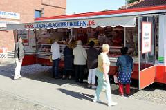 Marktstand auf dem Wochenmarkt in Hamburg Alsterdorf / Marktplatz.