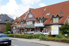 Wohn- und Geschäftshaus am Duvenstedter Damm in Hamburg Duvenstedt.