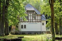 Historisches Bahnhofsgebäude der elektrischen Kleinbahn, die ab 1904 bis 1961 zwischen Hamburg Volksdorf und Wohldorf verkehrte.