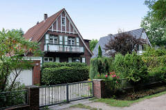 Einzelhaus, Wohnhaus im Heimatstil - Stadtteil Hamburg Wohldorf-Ohlstedt.