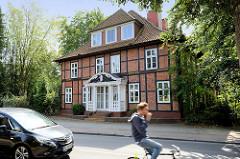 Unter Denkmalschutz stehendes Wohnhaus am Schleusenredder im Hamburger Stadtteil Wohldorf-Ohlstedt; erbaut um 1850.