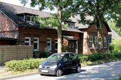 Ehemaliges Schulgebäude an der Hummelsbüttler Hauptstraße, errichtet 1896 - jetzt wird das denkmalgeschützte Haus als Kindergarten genutzt.