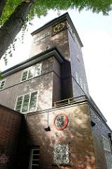 Ehemaliges Rathaus Ohlstedt - erbaut 1928, Architekt Baurat Völker - auch Sitz der Feuerwehr und Sparkasse. Jetzt privatwirschaftliche Nutzung + Sitz der Freiwilligen Feuerwehr Ohlstedt.