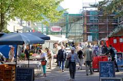 Gelände vom Eidelstedter Wochenmarkt  - Eingang zum Einkaufszentrum Eidelstedt Center.