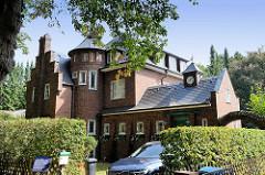 Einfamilienhaus, unter Denkmalschutz stehend; Wohnhaus im Duvenstedter Triftweg von Hamburg Wohldorf-Ohlstedtf; erbaut 1914 - Architekten Alfred Jacob + Otto Ameis.