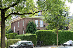 Villa in der Bebelallee von Hamburg Alsterdorf, errichtet in den 1920er Jahren. Das Wohnhaus steht unter Denkmalschutz.