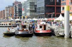 Historische Boote im Traditionsschiffhafen / Sandtorhafen beim Elbfest in der Hamburger  Hafencity.