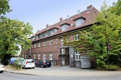 Rückseite des unter Denkmalschutz stehenden Postgebäude an der Kunaustraße / Saseler Markt  im Hamburger Stadtteil Sasel.