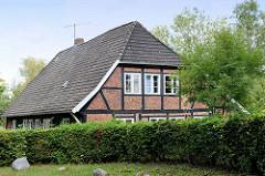 Historisches unter Denkmalschutz stehendes Fachwerkgebäude in Hamburg Wohldorf-Ohlstedt; alte Kate, erbaut im 18. Jahrhundert.