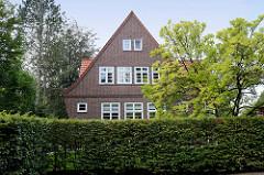 Unter Denkmalschutz stehendes Wohnhaus in der Reye im Hamburger Stadtteil Wohldorf-Ohlstedt; erbaut 1928 - Architekt Völker.