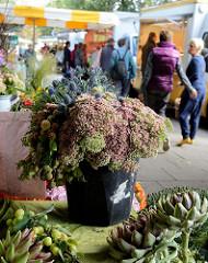 Marktstände auf dem Wochenmarkt von Hamburg Ohlstedt - Brunskrogweg.