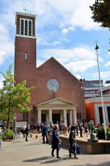 Kleiner Michel in der Hamburger Neustadt - Katholische Pfarrkirche St. Ansgar und St. Bernhard; geweiht 1955 - Entwurf Pariser Architekt Jean-Charles Moreux  - Bauleitung Architekt  Gerhard Kamps.