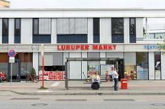 Bushaltestelle am Luruper Markt / Luruper Hauptstraße.