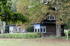 Denkmalgeschütztes Wohnhaus - Einfamilienhaus am Alsterblick im Hamburger Stadtteil Wohldorf-Ohlstedt; erbaut 1924, Architekt Fritz Höger.