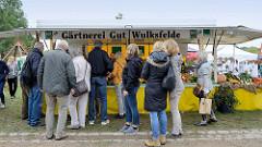 Verkaufsstand der Gärtnerei Gut Wulksfelde beim Kartoffelmarkt.