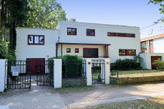 Kulturdenkmal in Hamburg Wellingsbüttel - Zweifamilienhaus, erbaut 1932 - Architekt Kurt Weber.