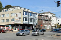 Unterschiedliche Architekturstile / Baustile in der Rahlstedter Bahnhofstraße im Hamburger Stadtteil Rahlstedt.