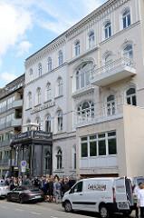 Etagenhäuser im Hamburger Stadtteil Uhlenhorst, Schwanenwik - errichtet um 1865.