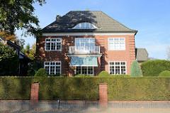 Baudenkmäler in Hamburg - denkmalgeschütztes Wohnhaus in Groß Flottbek, Mühlenhoffweg; errichtet 1914 - Architekten Hans und Oskar Gerson.