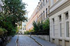Passagen zwischen Rothenbaumchaussee und Schlüterstraße im Hamburger Stadtteil Rotherbaum; die Wohnhäuser aus der Gründerzeit stehen als Hamburger Kulturdenkmal unter Denkmalschutz.