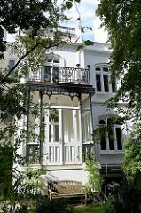 Stadtvilla im Hamburger Stadtteil Uhlenhorst, denkmalgeschütztes Wohngebäude erbaut um 1860.